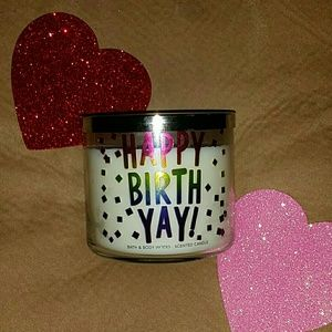 Happy BirthYAY scented Candle